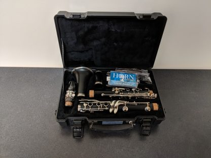 This Armstrong Clarinet is a student model clarinet.