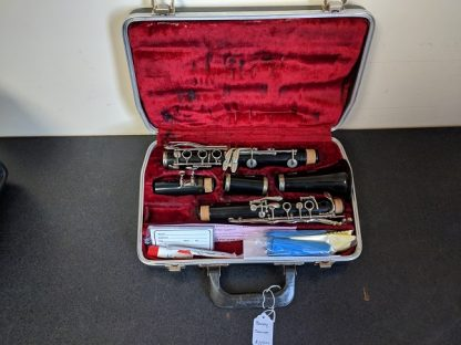 This Bundy clarinet is a student level instrument.